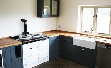 Kitchen designed and made in Bristol - country range with Blue unit